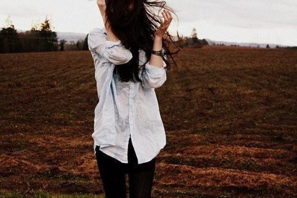 Девушки с темными волосами фото сзади