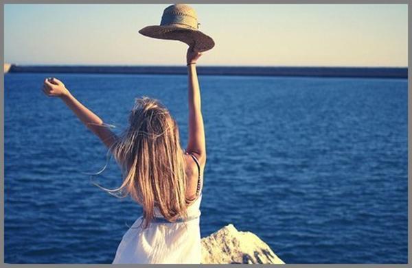фото девушки блондинки со спины на море-кт2