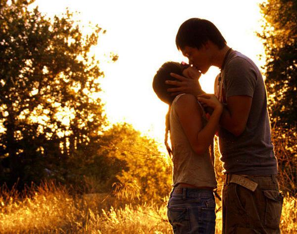 Как сделать так чтобы парень тебя поцеловал