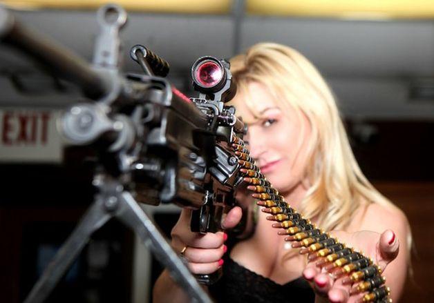 девушки с пулемётом