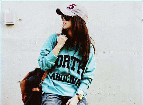 Фото крутой девушки в кепке и в очках на аву Фак ю Рисунок