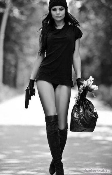 рисунки девушек с оружием: